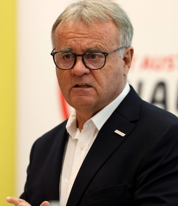 Hans Niessl erwartet von der Regierung ein Ende des Sport-Lockdowns.GEPA
