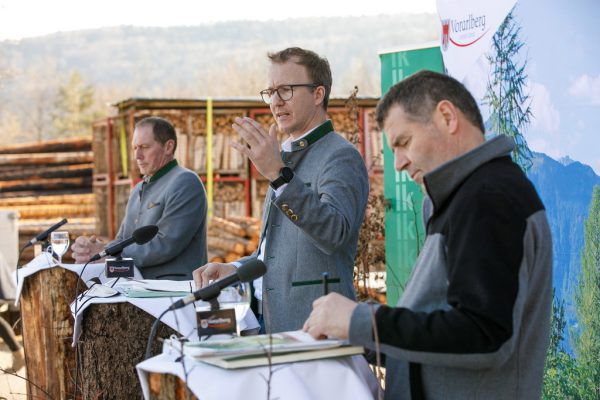 Landesrat Christian Gantner (Mitte), LK-Präsident Josef Moosbrugger (l.) und Landesforstdirektor Andreas Amann informierten.VLK/Hofmeister