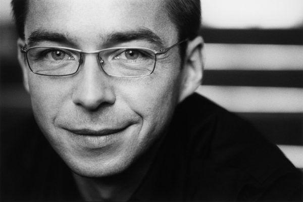 Oben: Die musikalische Leitung hat Heinz Ferlesch inne. Unten: Michael Feyfar singt die Titelpartie.
