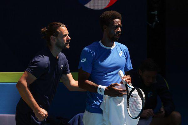 Trainer Ruckelshausen (l.) gibt Tennis-Star Gael Monfils Tipps.apa