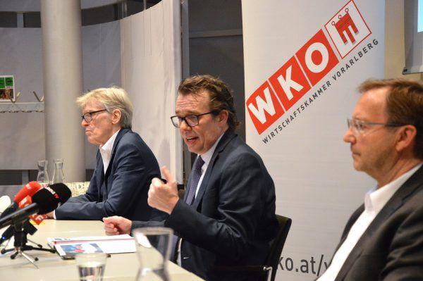 """Wilfried Hopfner, Hans Peter Metzler und Werner Böhler (v.l.) informierten rund um das Thema """"Liquidität für die Vorarlberger Wirtschaft"""". WKV"""