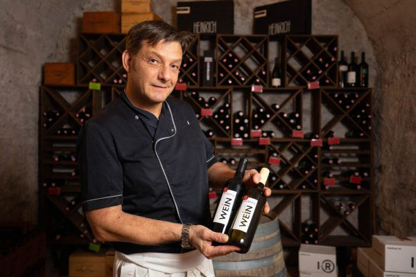 """Zum Menü kann auch der Hauswein """"Rebberg Cuvée"""" bestellt werden. Hartinger"""