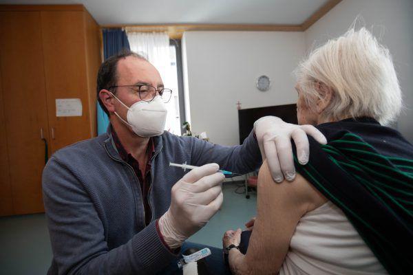 Heute startet die dritte Impfrunde für Bewohner von Alten-, Pflege- und Seniorenwohnheimen. Klaus Hartinger (4)