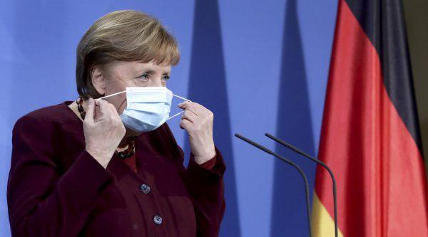 Auch Angela Merkel würde sich mit AstraZeneca impfen lassen.AP/Pool