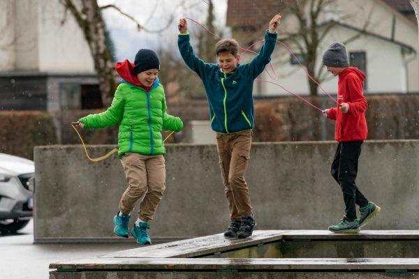Bei jedem Wetter sind die Schüler an der frischen Luft. Der Motivation tut die Kälte jedoch keinen Abbruch.stiplovsek (5)