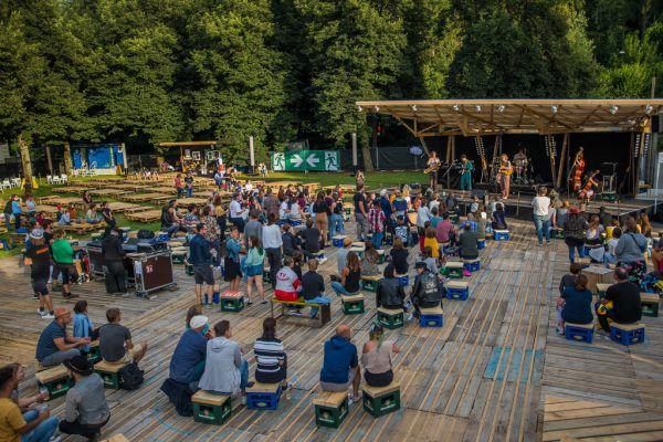 Das Outdoor-poolbar-Festival vom vergangenen Sommer (links), oben Herwig Bauer.Philipp Steurer, Matthias Rhomberg