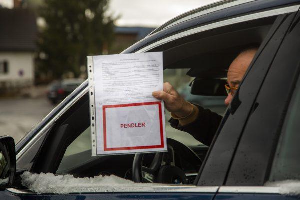 Dass die wöchentliche Testpflicht für Pendler bestehen bleibt, stößt bei FPÖ-Chef Christof Bitschi auf Kritik.Roland Paulitsch