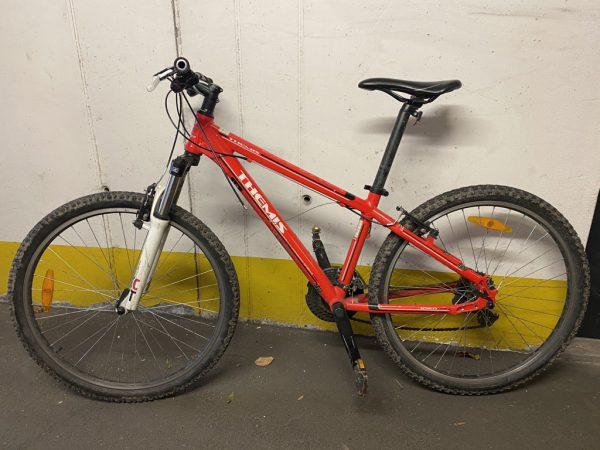 Der Besitzer dieses Fahrrads wird gesucht. Polizei