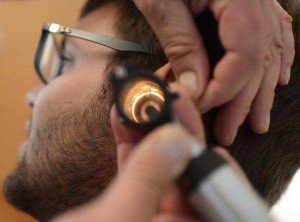 Ein Mann wurde am Ohr verletzt (Symbolbild).APA