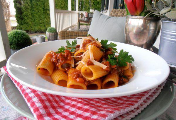 Ein wundervoll aromatisches Pastagericht. Salsiccia, italienische Rohwürste, sind im gut sortierten Supermarkt erhältlich.Ulrike Hagen
