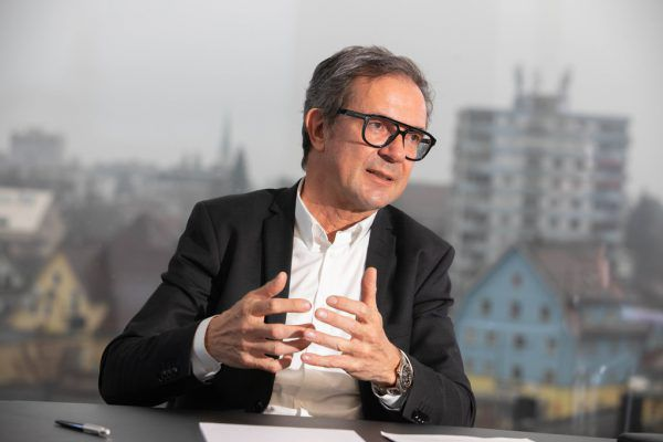 """Ein """"Zurück in die neue Normalität"""" gibt es für Prisma-Vorstand und Unternehmensgründer Bernhard Ölz (57) nicht. Er denkt lieber darüber nach, wie es in Zukunft weitergeht – auch gesellschaftlich. hartinger"""
