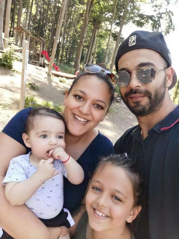 Eine glückliche Familie: Biljana Jovanovic mit ihrem Mann Nenad, Töchterchen Klara und Nesthäkchen Mihajlo.Handout/Jovanovic