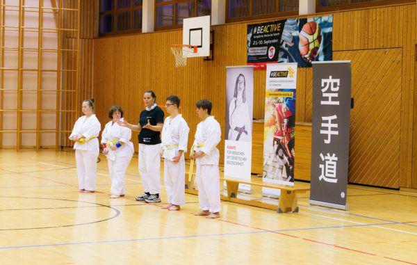 Eva Kathrein (Bildmitte) mit ihren Sportlern bei der Be active Night in Bregenz. Privat/Kathrein (2)