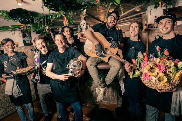 """In solch herausfordernden Zeiten machte es sich das Team von """"Helldone's Burriteria"""" zur Aufgabe, seinen Kunden auch weiterhin ein Lächeln ins Gesicht zu zaubern.Hartinger (2), Handout (5)"""