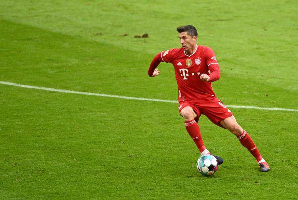 Lewandowski ist mittlerweile ganz dicht am Torerekord von Gerd Müller dran. reuters
