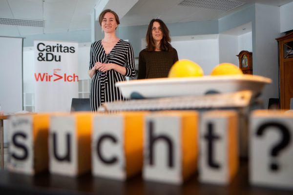 Linda Dreher-Bilgeri (l.) und Monika Chromy von der Suchtfachstelle der Caritas Vorarlberg.Klaus Hartinger