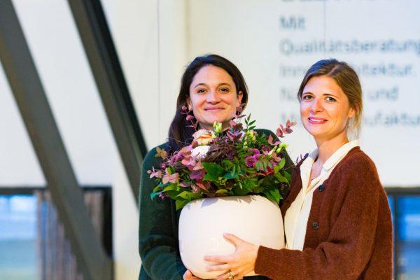 Locart-Obfrau Maria Simma-Keller (l.) mit Höttges-Geschäftsführerin Nici Wührer.Frauke Kühn