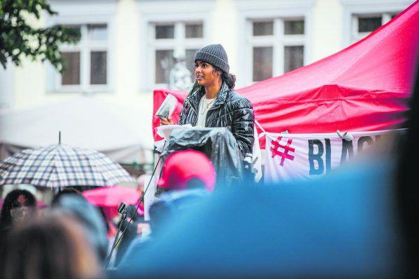 """Noreen Mughal ist das Gesicht der Vorarlberger """"Black Lives Matter""""-Bewegung. Selbst stammt die Montafonerin aus einer indisch-pakistanischen Familie.Sams (2)"""