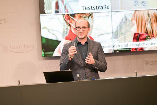 Philipp Bachmann von der Landeswarnzentrale stellte das System vor.VLK/Serra