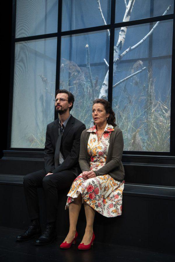 """Stephanie Gräve im Landestheater, wo gerade die Proben zu """"Jephtha"""" beendet werden. Kleines Bild: Am Theater Kosmos wartet die fertige Produktion """"Wunschloses Unglück"""" auf das Publikum.Roland Paulitsch (2)"""