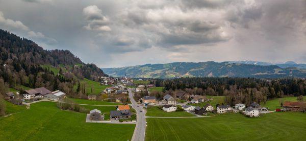 Ab Mittwoch ist eine Ausreise aus dem Bregenzerwald nur noch mit negativem Corona-Test möglich. Eine Kontrollstelle wird in Langen bei Bregenz im Wirtatobel eingerichtet.