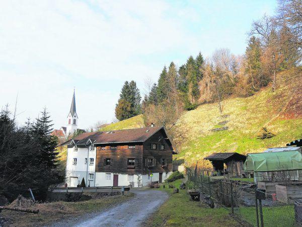 Auch dasNaturdenkmal Gneisfindling, ein Dokument der letzten Eiszeit, und die einstige Lochmühle mit der katholischen Pfarrkirche hl. Josef am Wendelinsbach sind einen Abstecher wert.Hertha Glück (7)