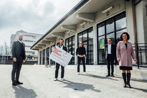 Bei einer Pressekonferenz wurde die Initiative in Dornbirn vorgestellt. Auch erste Förderschecks wurden bereits überreicht.WKV/Sams