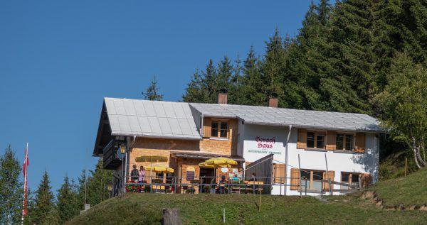 Das Gerachhaus der Naturfreunde Rankweil ist bereits offen.Naturfreunde