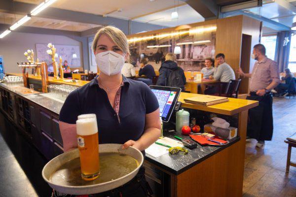 Ab heute kann das Bier auch im Lokal wieder bis Mitternacht getrunken werden.KLaus Hartinger