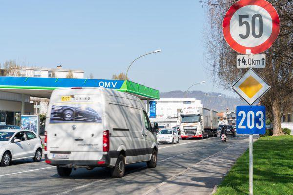 Die Landesstraße wirkt wie eine Trennlinie innerhalb der Gemeinde, sagt der Bürgermeister.Stiplovsek