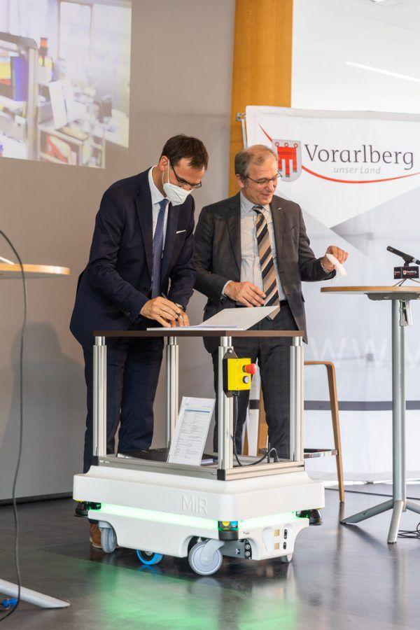 Die Unterzeichnung des Vertrags zur Gründung der Digital Factory.VLK/Sams