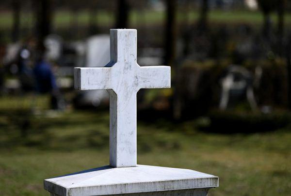 Durch Covid-19 stieg die Zahl an verstorbenen Priestern in Italien um 30 Prozent.Symbolbild/APA