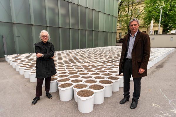 """Franziska Weinberger und Thomas D. Trummer vor dem """"Garten"""".Dietmar Stiplovsek (2)"""