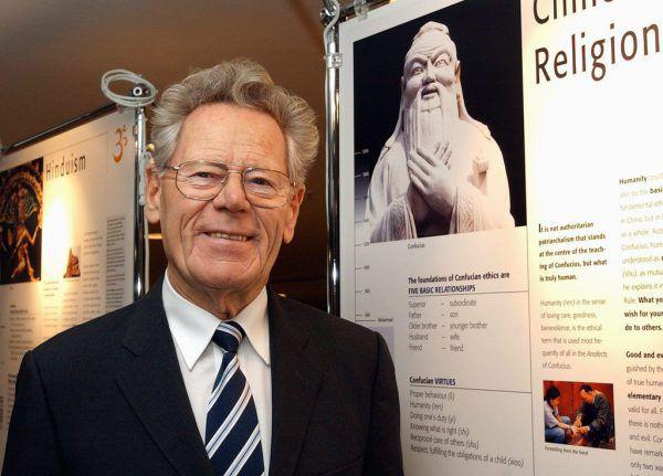 Hans Küng im Jahr 2004.EPA/Steffen Schmidt