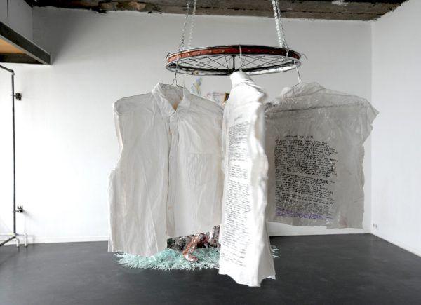 """Helfers Installation """"Verschwundene Männer"""". christine Kees"""