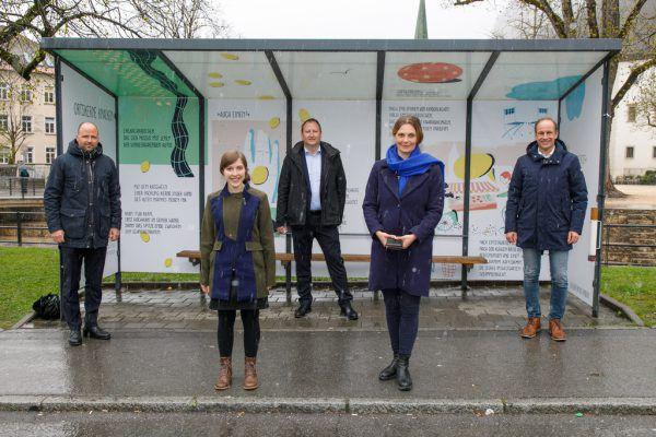 Im großen Bild, von links: Marco Tittler, Sarah Rinderer, Lorenz Schmidt (Vorstand der Abteilung Raumplanung und Baurecht), Katharina Ralser und Dieter Egger.VLK/Bernd Hofmeister (1)/VLK/Frauke Kühn (1)