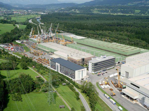 Rund 120 Mitarbeiter des Liebherr-Werkes Nenzing konnten wegen der Ortsteil-Quarantäne nicht zur Arbeit kommen.Liebherr