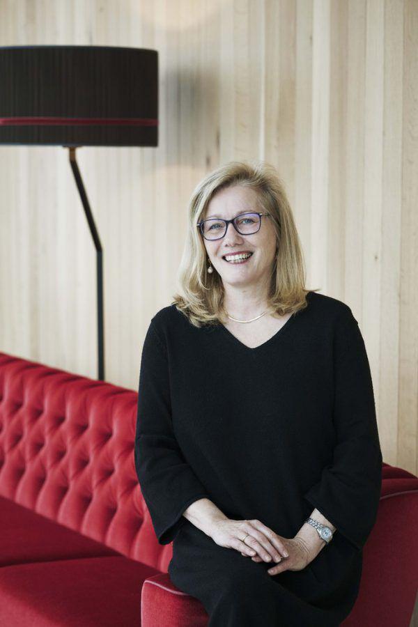 Susanne Denk übergibt die Hoteldirektion an Peter Heine.Angela Lamprecht