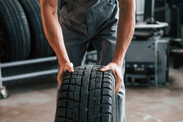 Unabhängige Reifentests sind weiter ein Muss. Shutterstock