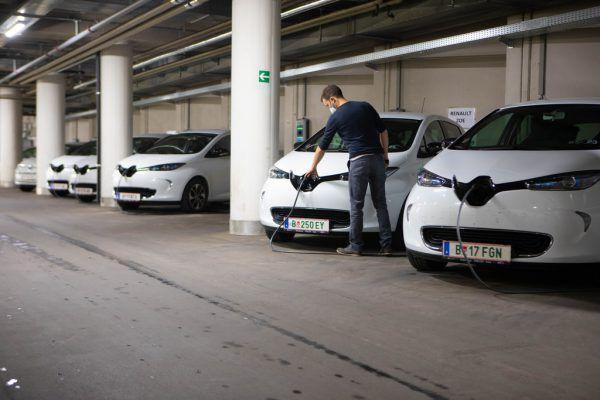 59 rein elektrisch betriebene Pkw im Fuhrpark des Landes.Hartinger , BMW, Audi