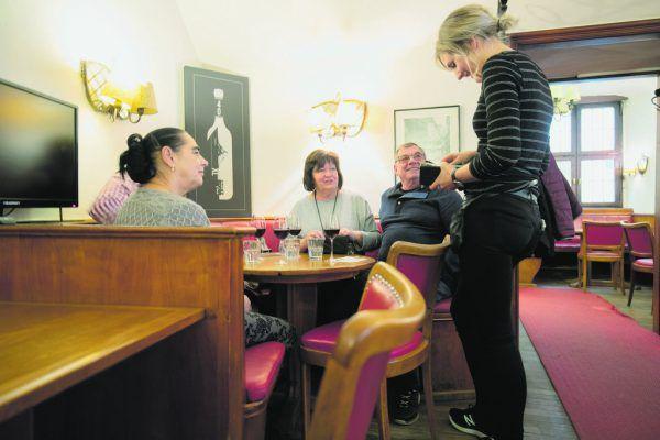 Das 1949 eröffnete Café Feurstein ist das älteste Kaffeehaus in Feldkirch. Seit Ende 2019 steht es leer.Hartinger