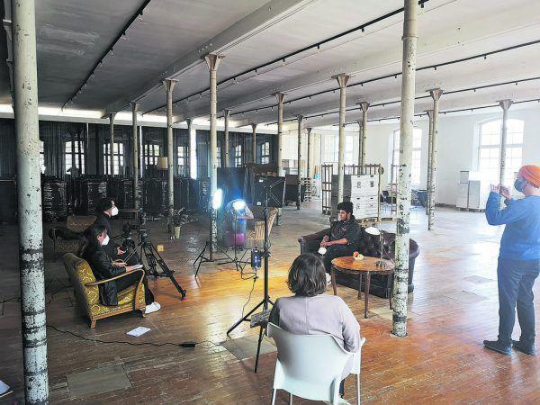 Der Videodreh fand in der Fabrik Klarenbrunn in Bludenz statt – links Initiatorin Luisa Bahl. Villa K. (5), Privat