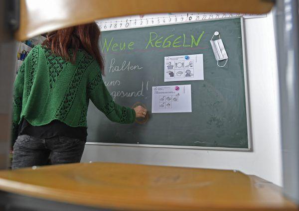 Eine Impf-Pflicht hält die Lehrervertreterin nicht für zielführend.Symbolbild/ APA/Harald SCHNEIDER