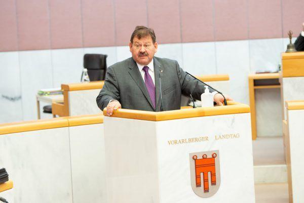 FPÖ-Wirtschaftssprecher Hubert Kinz will mehr Tempo bei den Auszahlungen.Landtag/Serra