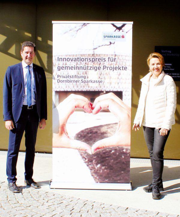 Harald Giesinger (Stellvertretender Stiftungsvorstand) und Vorstandsvorsitzende Andrea Kaufmann. Dornbirner Sparkasse
