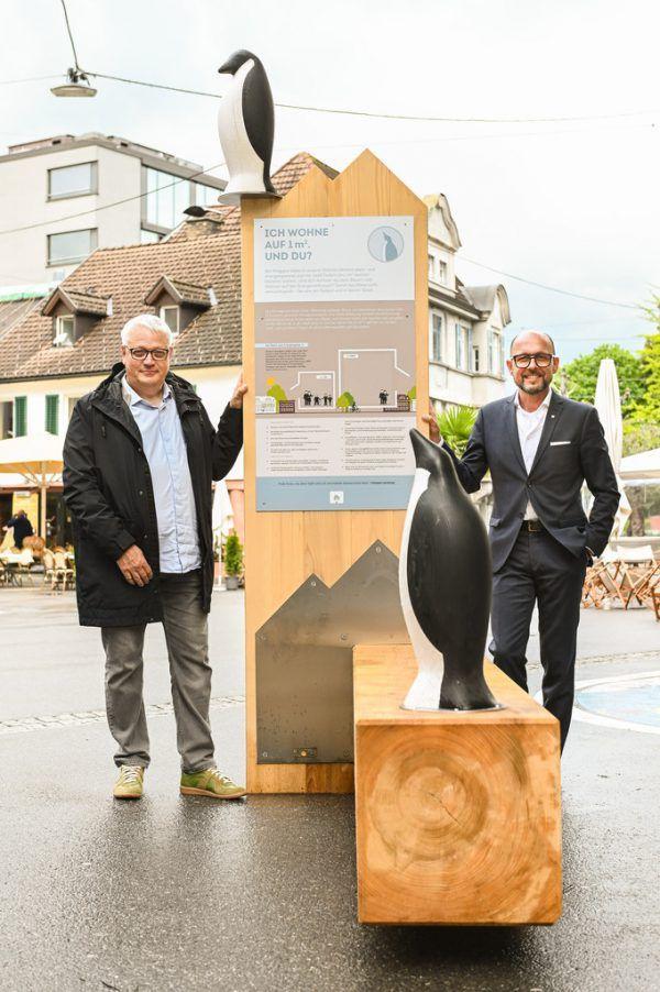 Heribert Hehle und Michael Ritsch präsentieren die Bank.Udo Mittelberger