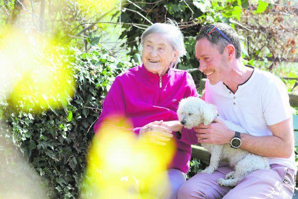 """Im Zuge seiner Arbeit für Hospiz Vorarlberg begleitet Jürgen Golmejer Menschen durch ihren Lebensabend. Dabei gehe es weniger um den Tod als darum, """"den verbleibenden Tagen mehr Leben zu geben"""".Caritas VLBG"""
