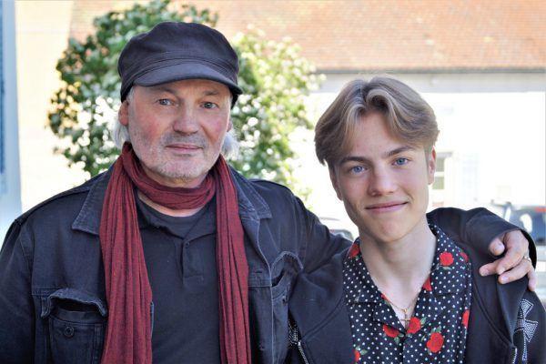 Künstler Werner Marxx Bosch mit Sohn Levi.