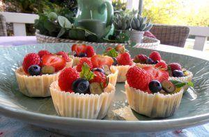 Mini-Cheesecakesmit frischen Beeren