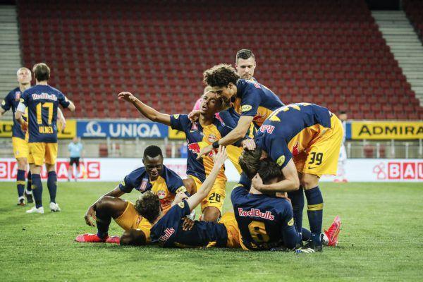 Salzburg konnte nach Toren von Berisha, Aaronson und Mwepu den Cup-Sieg bejubeln. GEPA